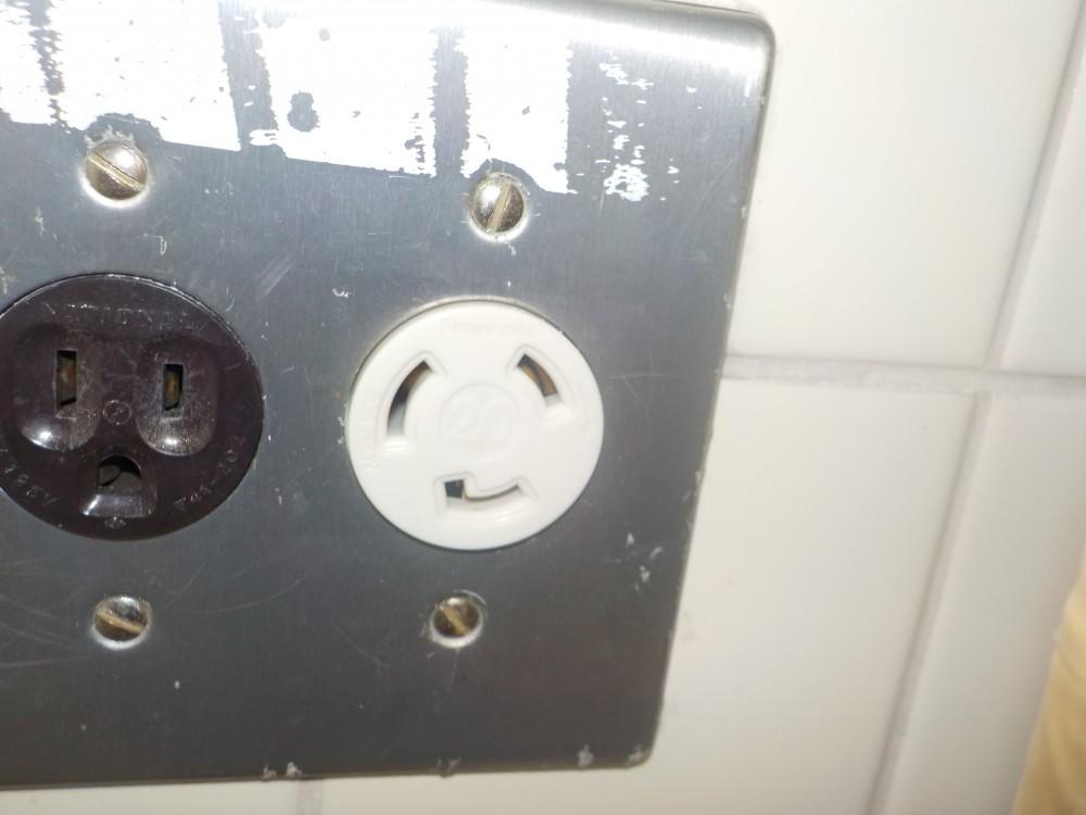 電気温水器用コンセント交換後