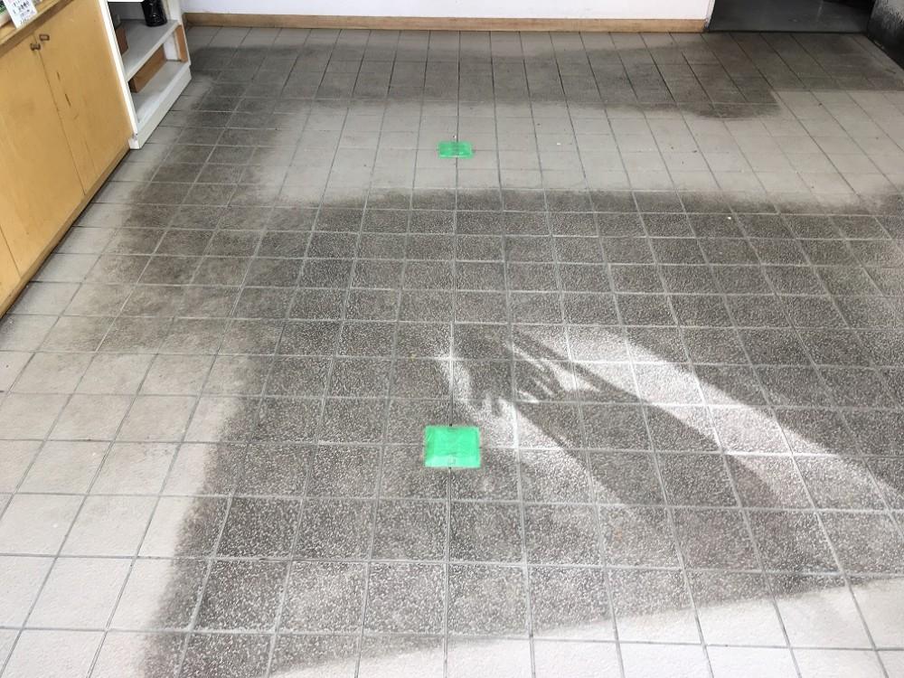 地域のお米屋さんの床清掃